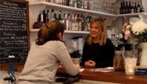 Lisa Wallén i sin egen restaurang.
